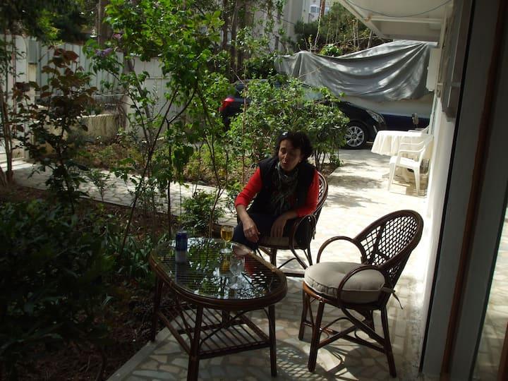 A Studio Apr. with garden + Kithen