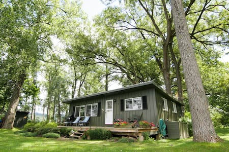Appletree Point Cottage 2br/1ba - Moravia