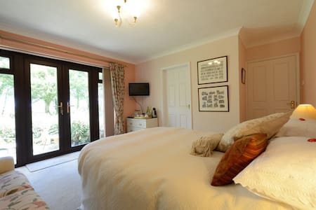 Drinkstone Park B&B - Peach Room - Suffolk