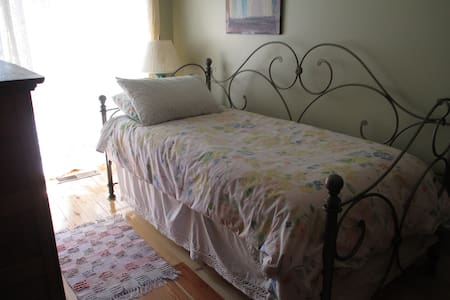 Lovely home in historic area with private rm/bth. - Santa Rosa