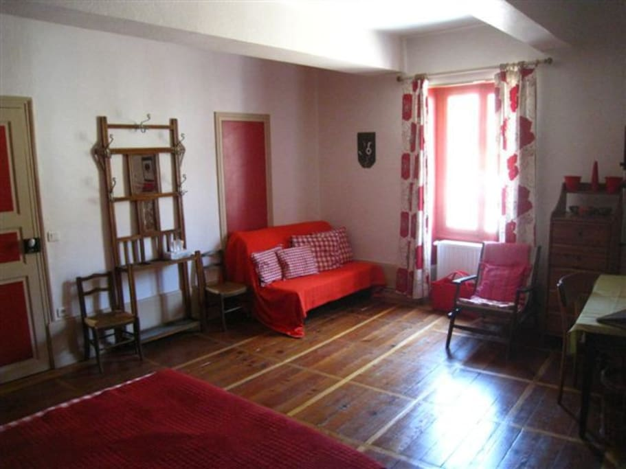 Beaunenuit chambre rouge chambres d 39 h tes louer for Beaune chambre hote