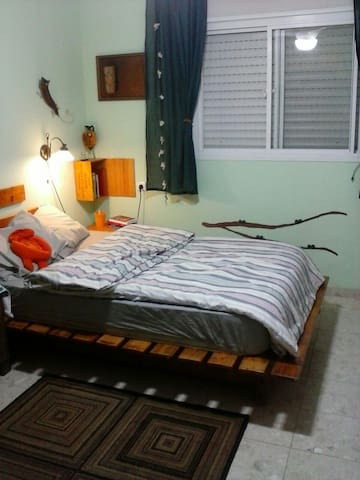 Nice apartment. 2bd. Parking&garden - חדרה - Departamento
