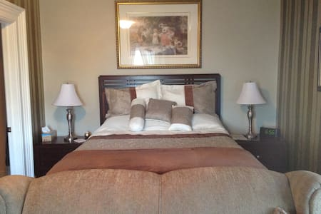Loyalist Suite - Bed & Breakfast