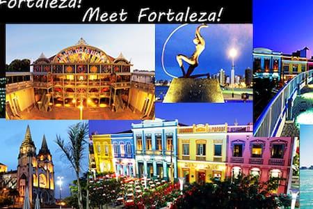 Em frente ao Centro Cultural Dragão do Mar - Fortaleza