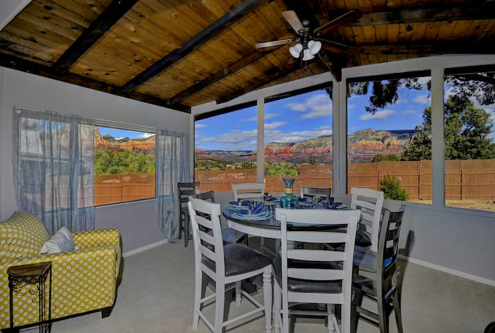 PANORAMIC RED ROCK VIEWS- SLEEPS 16! FIRE PIT!