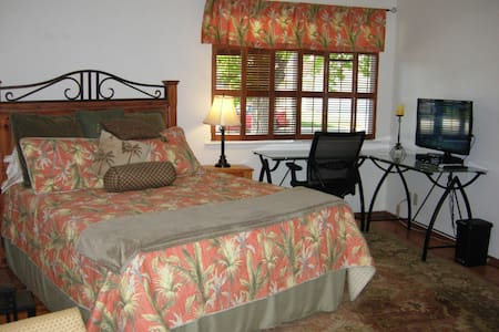 4.9Star Private Bedroom & Bath, Large desk, secure - Santa Clara