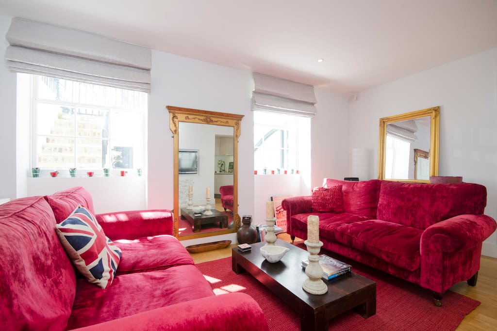 A sunny lounge & a cosy space to curl up with a good book, natter with friends or just watch TV