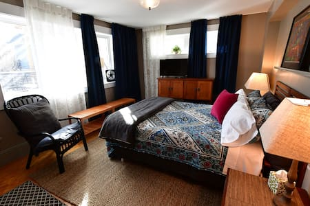 Private suite 2 min to Downtown - Ann Arbor - Huis