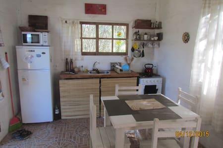 Coqueta cabaña con jardin. - Punta Rubia