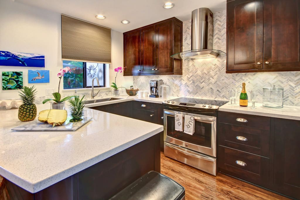 Newly remodeled - beautiful fully equipped kitchen