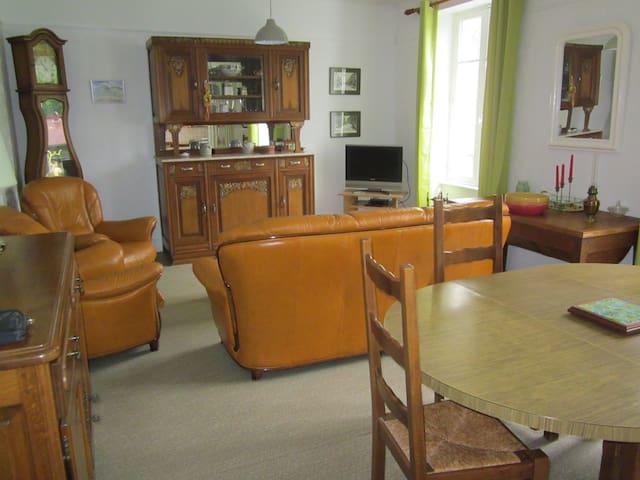 Maison de famille - Bourg-de-Sirod - House