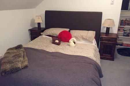 Quaint Attic Room on North Shore - Naremburn - Haus