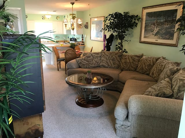GREAT BEACH CONDO, GREAT RATES, VERY COMFORTABLE