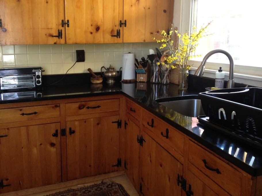 Deep sink and black marble counters