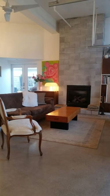 Open plan living room gas fire for  cozy evening. The room has view to backyard  no lake views high windows  very private cozy room.