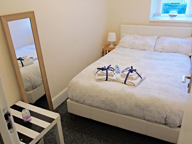 Cosy room in a friendly home in the centre - Bristol clifton - Dům