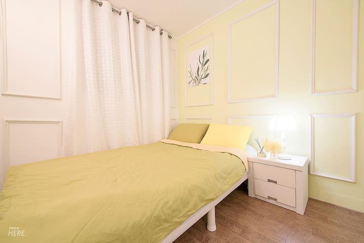 Hong dae exit3 green middleroom