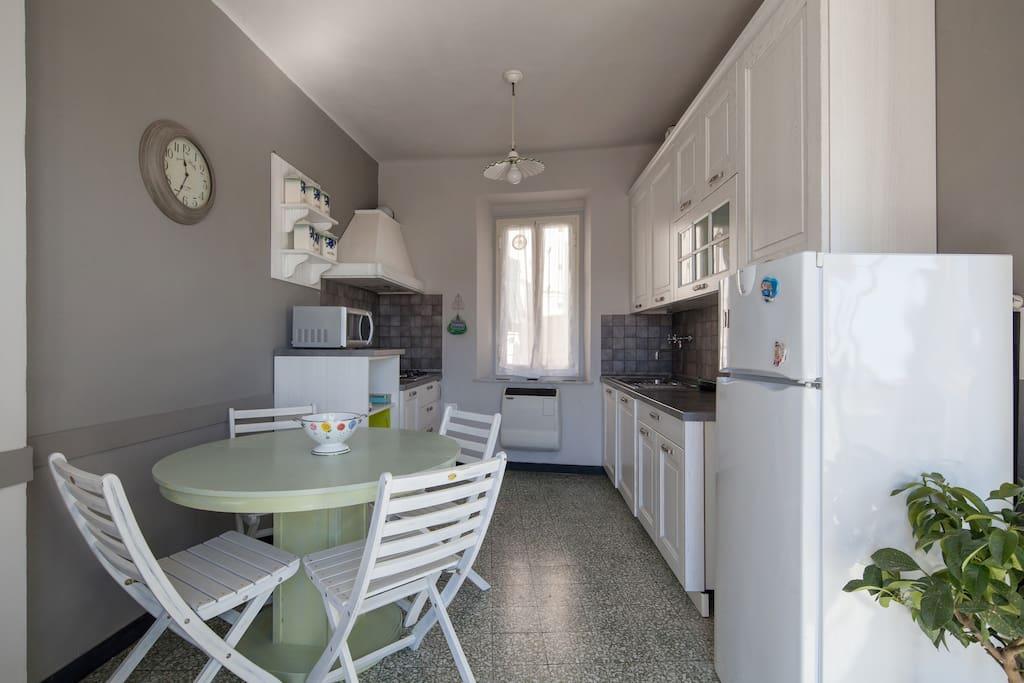 Cucina Casa Colomba cinque terre apartments Vernazza