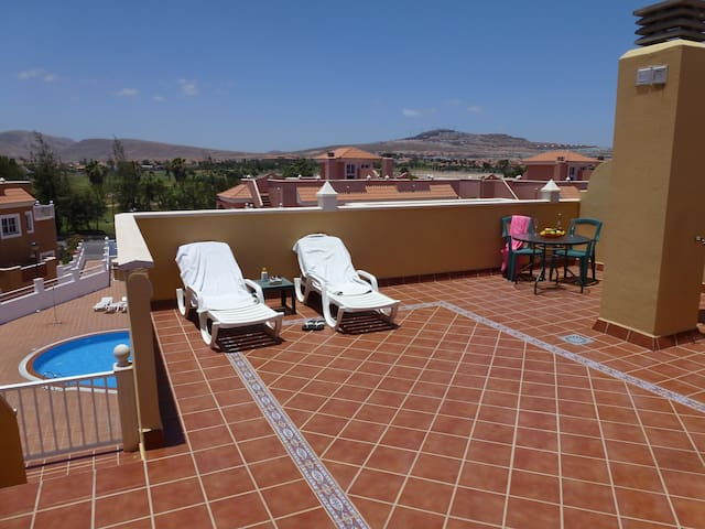 Stunning 2 Bedroom Apartment with lovely Balconies - Antiga
