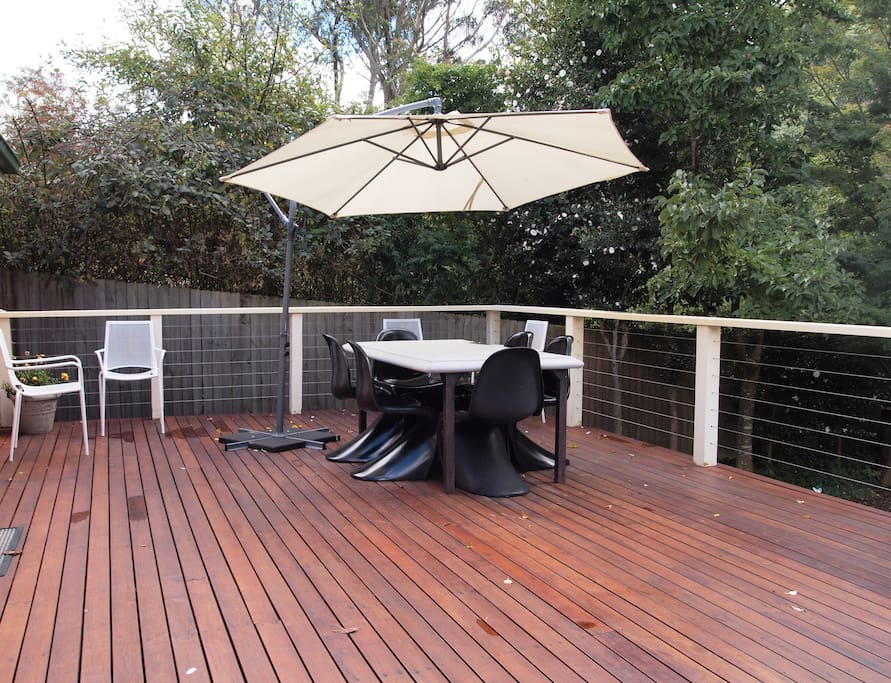 Gorgeous and sunny deck