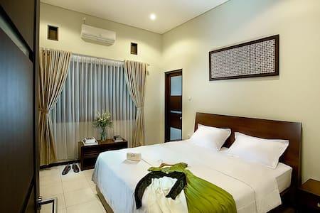 Omah Garuda '15 minutes to airport' - Yogyakarta - Bed & Breakfast