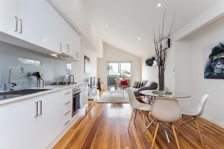 Super Stylish DESIGNER Townhouse *WIFI + PARKING - Richmond - Haus