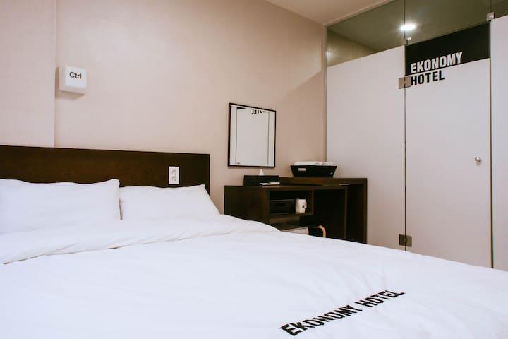 더블침대 A타입 1개 DOUBLE BED A-type - Haeundae - Bed & Breakfast