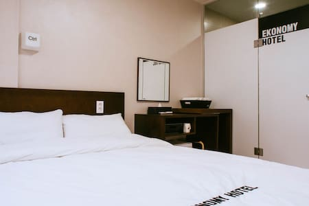 더블침대 A타입 1개 DOUBLE BED A-type - Haeundae - Bed & Breakfast