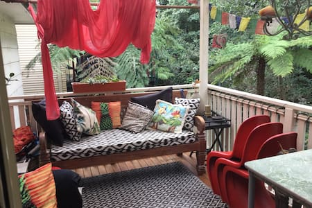Comfy house in treetops - Thirroul