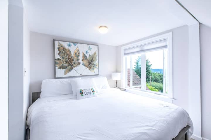 Ta Maison with views of the Downtown City of Kent