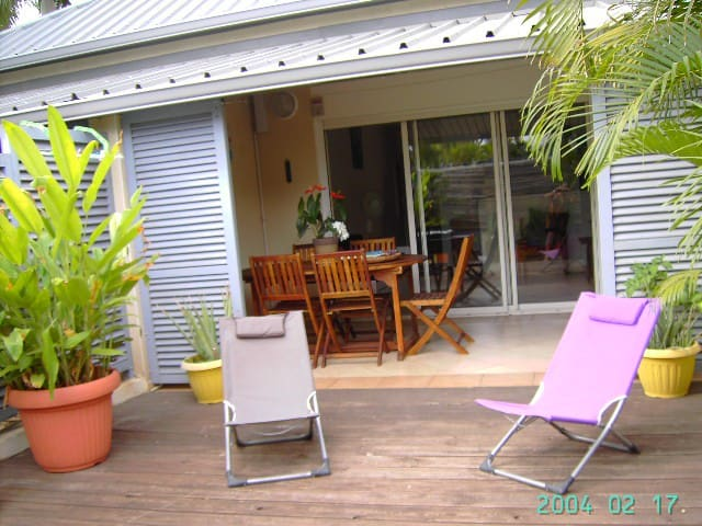 bungalow 50m2 situé face au lagon - La Saline-Les-Bains - Byt