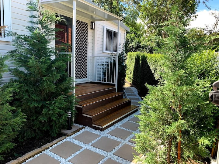House with garden - close to train & Olympic site