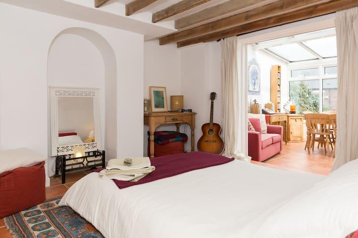 Mediterranean style basement flat sleeps 2+2