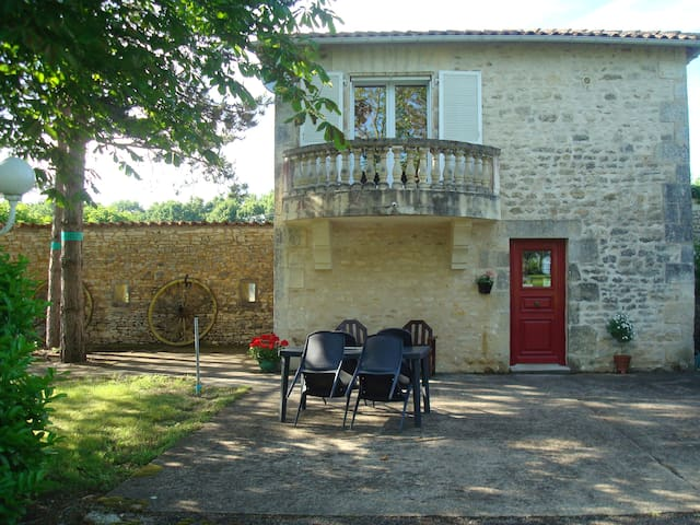 Le Petit Bois - romantic self-catering gite for 2 - Saint-Claud - Hus