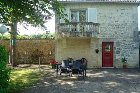 Le Petit Bois - romantic self-catering gite for 2 - Saint-Claud - Huis