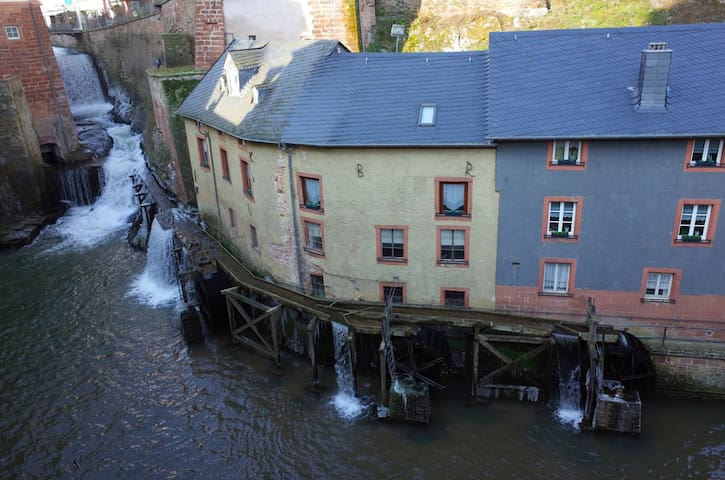 Romantik-Appartement am Wasserfall - Saarburg - Pis