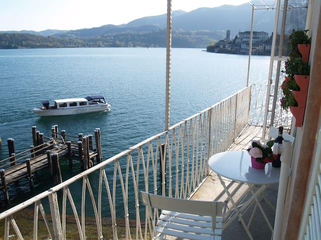 THE CORNER, with stunning balcony.