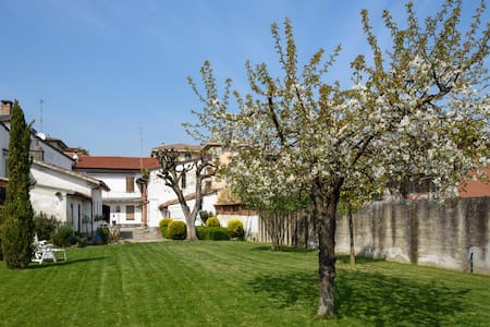 Casa giardino ai piedi dell'Oltrepò