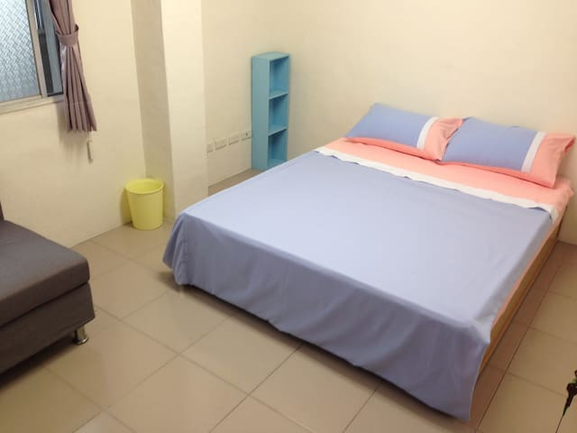 Old Flat Near Taichung HSR - Wuri District - Appartement