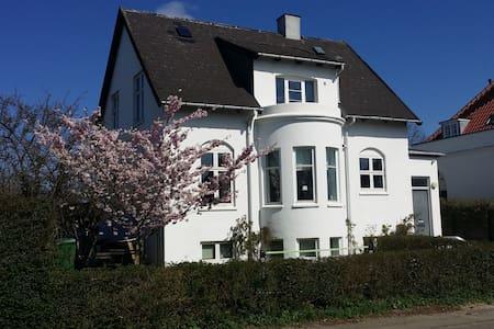 Family-friendly near Copenhagen - Charlottenlund - Huis