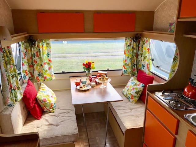 Beautiful Retro Cornish Caravan, fully equipped!
