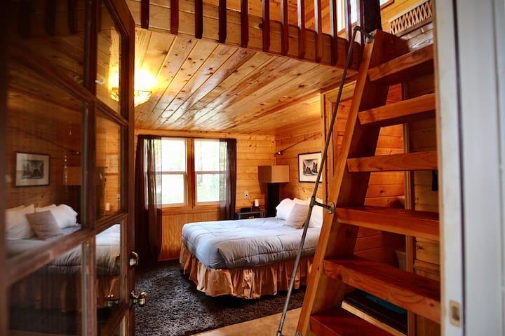 Kerouac - Lofted Cabin