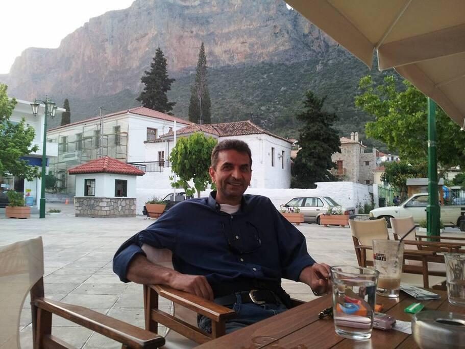 Ο συνοικοδεσπότης, αδερφός Γιάννης - My brother Giannis
