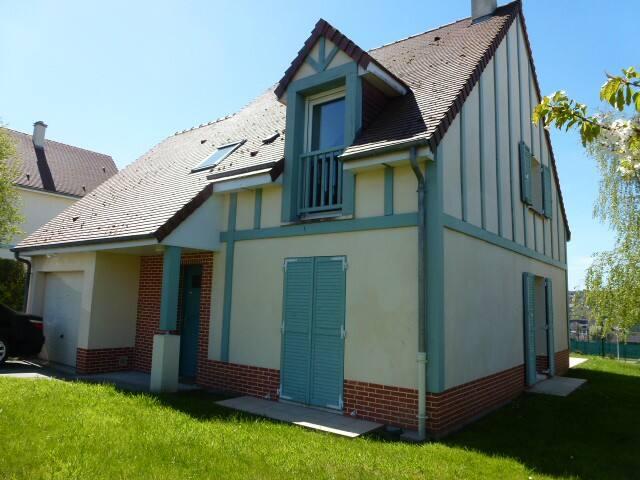 TOUQUES : MAISON ENSOLEILLEE AVEC VUE DEGAGEE - Touques - Huis