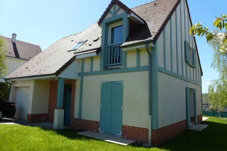 TOUQUES : MAISON ENSOLEILLEE AVEC VUE DEGAGEE - Touques - House