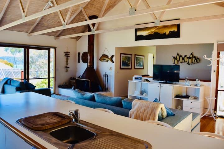 Stunning Beach Views, 4 Bed, Sleeps 8, Pool Table, Wifi- Lorne