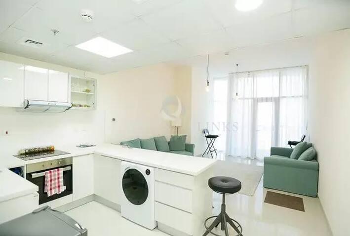 Amazing Master Room in New apartment -Marina