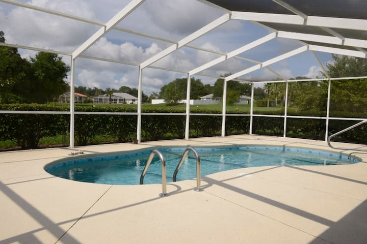 Villa with private pool, located at a Golf Course - Hernando