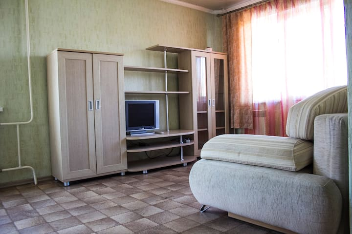 Светлая, уютная квартира в 5 мин. от ЖД вокзала. - Chelyabinsk - Apartmen