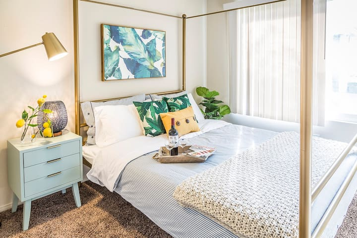 Bright Clean & Sunny Home Near Disney & LA!